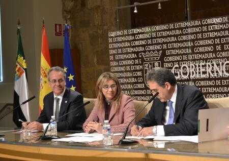 Extremadura Avante y la UEx firman un convenio para el desarrollo conjunto de acciones de formación en materia de internacionalización