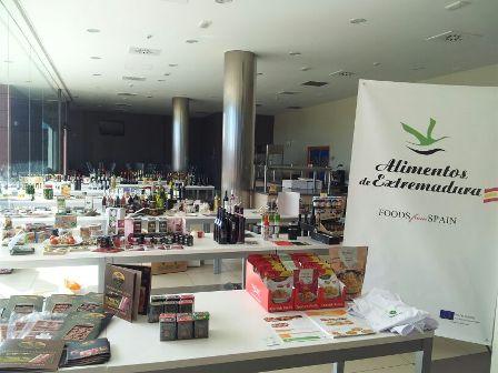 Más de 50 empresas extremeñas de artesanía y agroalimentación presentan sus productos a importadores de Dinamarca y Suecia