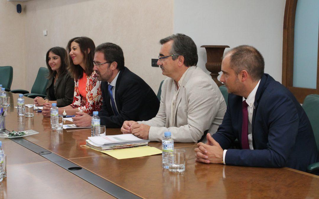 Responsables de diferentes áreas de la Junta de Extremadura mantienen una reunión con la primera dama de Costa Rica