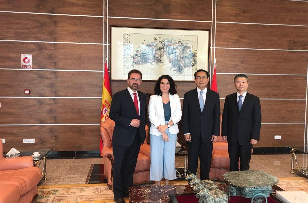 Rosa Balas y Miguel Bernal analizan con el embajador de China en España las oportunidades comerciales entre Extremadura y el país asiático