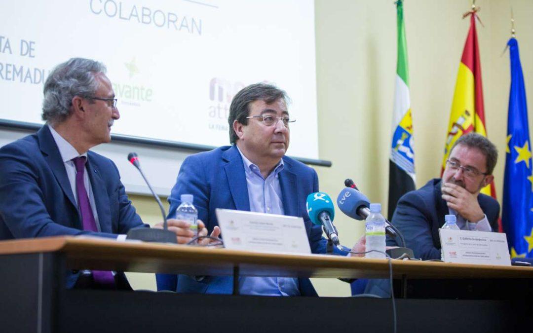 Fernández Vara aboga por trabajar de manera conjunta para abordar el futuro en el sector del porcino