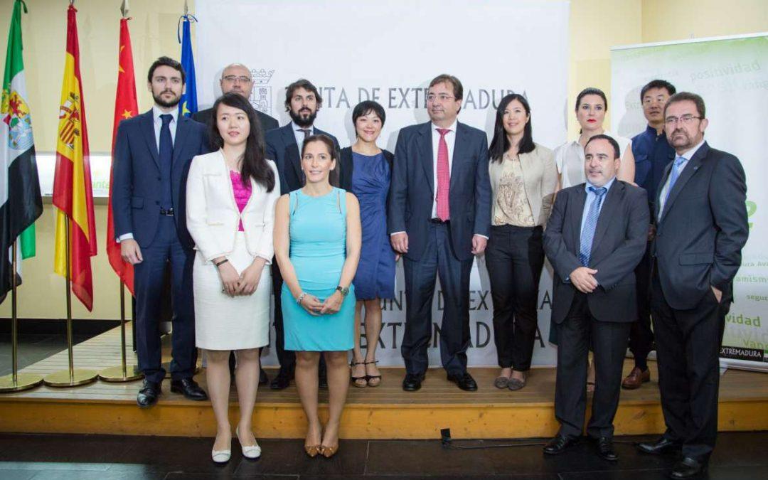 Fernández Vara destaca la importancia de fortalecer las relaciones comerciales con China