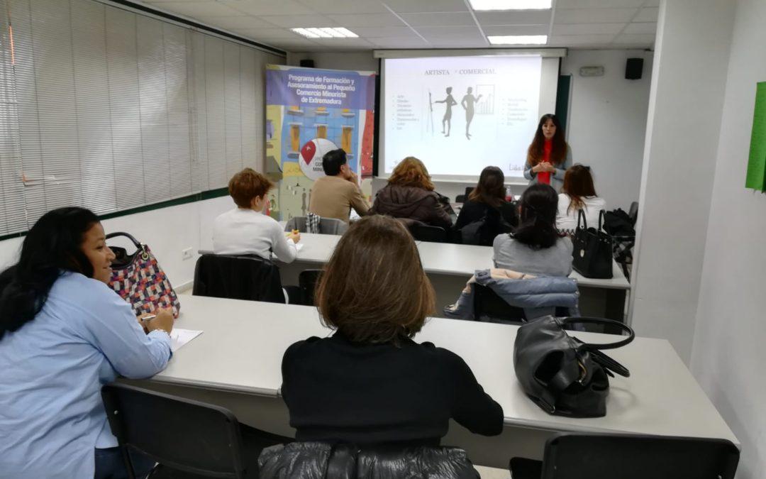 El taller de Escaparatismo Navideño dirigido a la venta al por menor llega a Cáceres y Badajoz